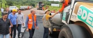 Mesmo no período de chuvas, DER mantém restauração de rodovia entre Rolim e Alta Floresta