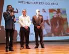 Raupp participa de homenagem a desportista