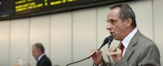 Deputado Lazinho pede cedência de prédio de escola