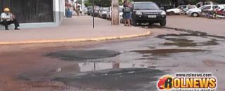 Descaso: Em meio a operação tapa-buracos empresas despejam água suja no asfalto em Rolim