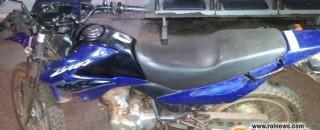 Moto furtada em Pimenta Bueno é encontrada abandonada em Cacoal