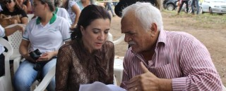 Vereadores comemoram recursos para compra de duas retroescavadeiras