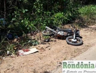 Motociclista tem perna dilacerada após colidir no pneu do caminhão na RO 010 próximo a Nova Brasilândia