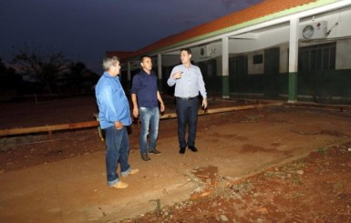 Maurão vistoria ampliação da escola Sara Kubitschek, no distrito de Migrantinopolis