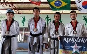 Atletas de academia de RO medalham no XV Eco International de Taekwondo