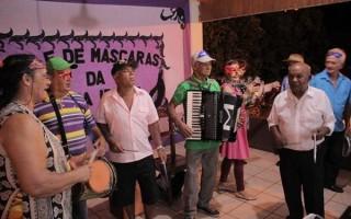 """Grande """"Baile de Máscaras"""" encerra a Semana da Pessoa Idosa em Rolim de Moura"""