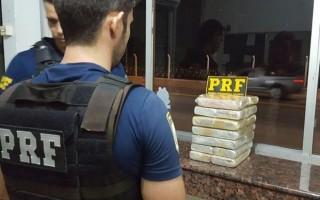 Jovem é presa com 15 kg de cocaína na BR-364 em Ji-Paraná