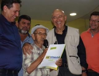 Entregues mais 100 títulos definitivos de imóveis em Santa Luzia do Oeste