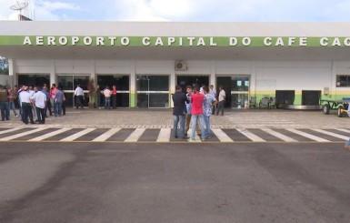 Secretário da Aviação Civil faz vistoria para ampliar aeroporto em Cacoal