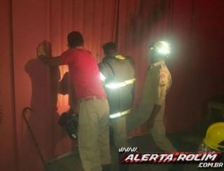 Casa de Shows é atingida por incêndio em Rolim de Moura