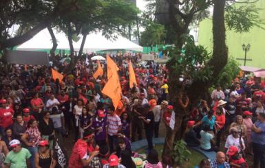 Categorias paralisam atividades e fazem ato contra a reforma trabalhista em Rondônia