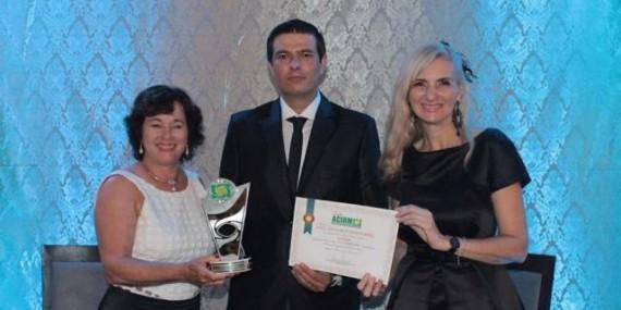 FAROL recebe troféu de Melhor Faculdade de Rolim de Moura