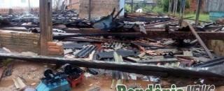 Incêndio destrói residência e família fica desabrigada em Parecis
