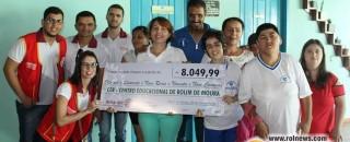 Rotaract Club de Rolim de Moura entrega ao CER cheque da arrecadação da I Feijoada com...