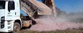 Calcário deve recuperar 400 hectares da agricultura familiar em Cerejeiras; mais de 20 mil serão recuperados...