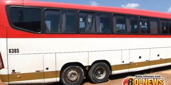 Rapaz furta ônibus na rodoviária e na fuga provoca acidente em Cacoal