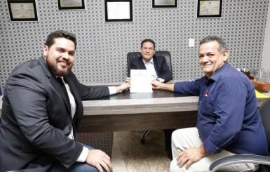 Vereador de Chupinguaia pede apoio para asfaltar dois quilômetros de ruas