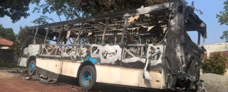Em Cacoal, incêndio criminoso destrói ônibus da Pastoral da Criança e Juventude