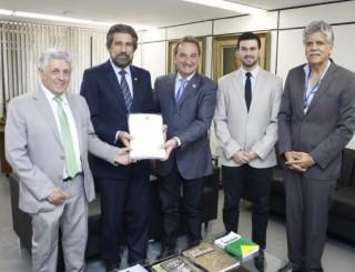 Projeto de pavimentação asfáltica de Rolim de Moura é entregue no Calha Norte pelo senador Raupp e prefeito Luizão