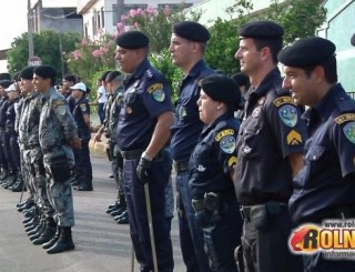 Com dezenas de policiais perfilados, teve inicio a preparação para a formatura de aniversário de 46 anos da PM