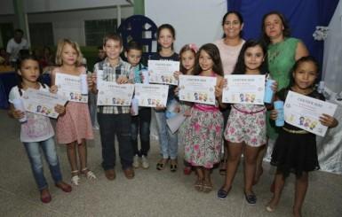 Secretaria Municipal de Educação de Santa Luzia premia alunos destaques no ano letivo 2017