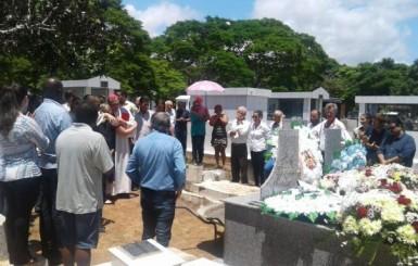 Corpo de prefeito assassinado em Colniza é sepultado sob forte comoção, em Rondônia