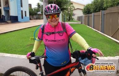 Professora pedala 215 KM e bate recorde no ciclismo em Rolim de Moura