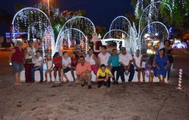 Rolim de Moura: Alunos do CER visitam o 'Natal de Luz' na Praça Durvalino de Oliveira