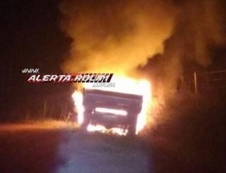Camionete com manchas de sangue é incendiada na zona rural de Novo Horizonte