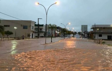 Famílias são atingidas por enchente em Ji-Paraná
