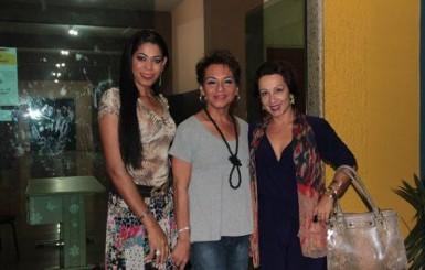 Mulher trans e com faixa de miss trabalha em prol da igualdade e contra a transfobia em Rondônia