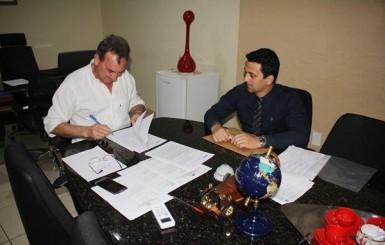Rolim: Prefeitura assina contrato com a Caixa Econômica para retomar obras da Escola no bairro Cidade Alta