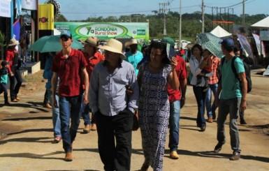 7ª Rondônia Rural Show é aberta em Ji-Paraná; governador propõe debate sobre alternativas de transporte