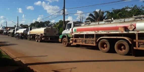 Caminhões com gasolina devem abastecer postos do interior de Rondônia a partir desta segunda