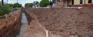 Rolim de Moura: Prefeitura inicia obra de drenagem para asfaltar a Avenida Rolim de Moura