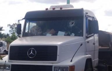 Justiça nega pedido de liberdade a suspeito preso por matar caminhoneiro a pedrada, em Vilhena