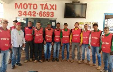 Associação dos moto-taxistas doa novilha ao 8º Leilão Direito de Viver
