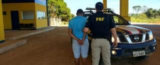 Caminhoneiro com habilitação falsa é preso pela PRF em São Miguel do Guaporé