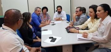 Raupp visita municípios da região central e anuncia benefícios
