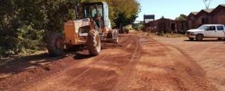 Rolim de Moura – Semosp inicia o Patrolamento e Cascalhamento no Bairro Planalto