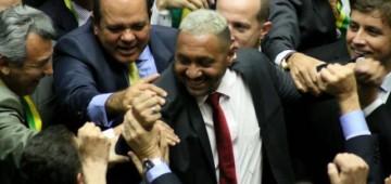 Em quatro anos, Tiririca 'empobreceu'; veja o patrimônio do candidato a deputado federal