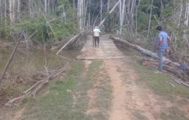 Melhor Caminho: Secretaria de Agricultura de Rolim de Moura beneficia produtor rural com recuperação de ponte