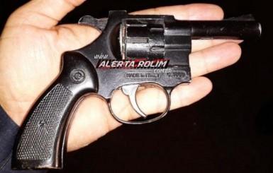 Rolim de Moura – Dupla é detida pela equipe de Força Tática da PM com arma de fogo