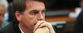 Bolsonaro caminha pelo quarto e não tem infecção, diz boletim médico