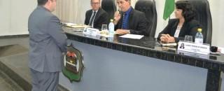Presidente da Câmara empossa novo prefeito no município de Rolim de Moura