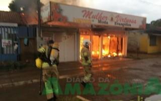Raio causa incêndio em dois estabelecimentos em Porto Velho