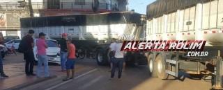 Rolim de Moura - Durante conversão, carreta atinge veículo de passeio na região central da cidade