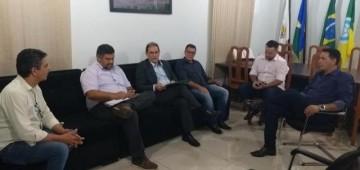 Prefeito de Rolim de Moura solicita parceria com estado para limpeza da cidade e funcionamento de policlínica