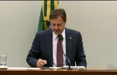 Senador Acir Gurgacz deixa hospital e vai para a sede da PF em Foz do Iguaçu