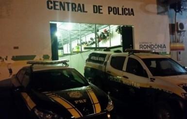 SEQUESTRO: Bando encapuzado e armado com fuzil faz vítima refém em Corolla na BR-364